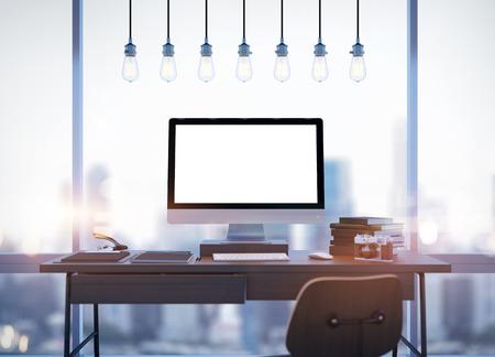 trabajando en computadora: Burlarse de la pantalla del ordenador de diseño genérico y espacio de trabajo. Representación 3D Foto de archivo