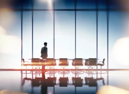 현대 사무실에서 사업가