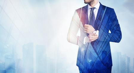 実業家とメガロポリスの二重露光