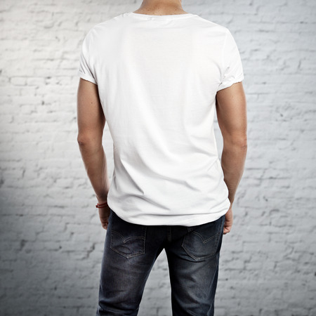 camisas: El hombre que llevaba camiseta en blanco