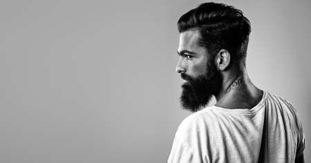 visage homme: Close-up portrait d'un homme barbu beau