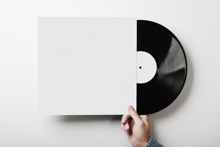 party dj: Plantilla de la cubierta de vinilo en el fondo una pared blanca Foto de archivo
