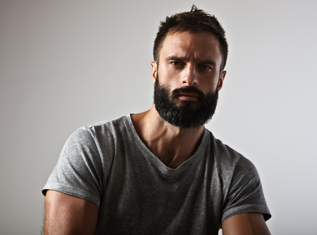 Close-up portrait d'un homme barbu beau Banque d'images - 45149856