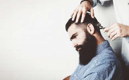 barbero: Maqueta del inconformista barbudo en una peluquer�a