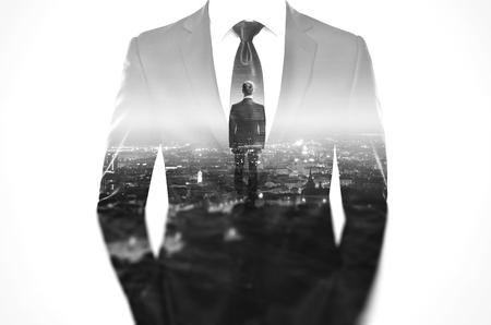 traje: Concepto de la exposici�n doble con el empresario llevaba traje moderno