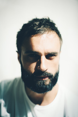 hombre con barba: Close-up portrait of a handsome bearded man