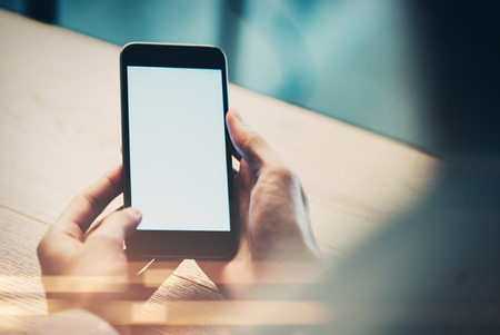 Cierre plano de la mano del hombre con smartphone con efectos Foto de archivo - 45592900