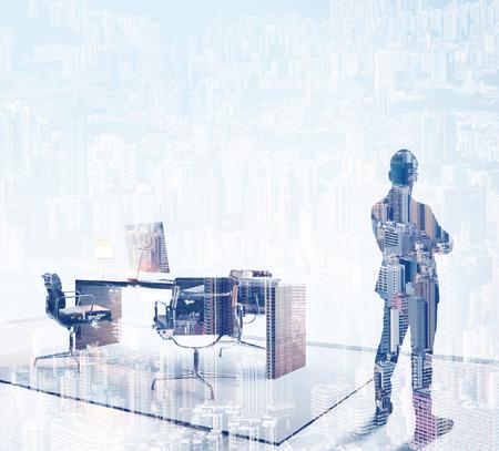 exposicion: empresario elegante en un traje mirando al horizonte en la oficina. Doble exposición, el color. Cuadrado