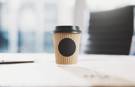 Photo of blank craft paper coffee cup on the wood table. Space for you advertising. Horizontal mockup 스톡 콘텐츠