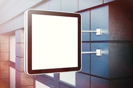 letreros: pantalla digital de cristal blanco en la ciudad Constructor. fachadas de hormigón de los edificios modernos. maqueta horizontal, aislado, fondo borroso.