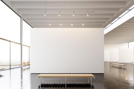 Imagen exposición galería moderna, abierta space.Blank blanco lienzo en blanco que cuelga museo de arte contemporáneo. estilo loft interior con piso de concreto, puntos de luz y muebles de diseño genérico.