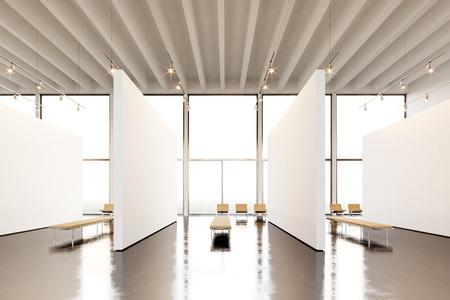 arte moderno: Galería moderna del espacio de la exposición de la foto. Lienzo vacío blanco blanco que cuelga el museo de arte contemporáneo. Estilo loft interior con suelo de hormigón, manchas luminosas y muebles de diseño genérico