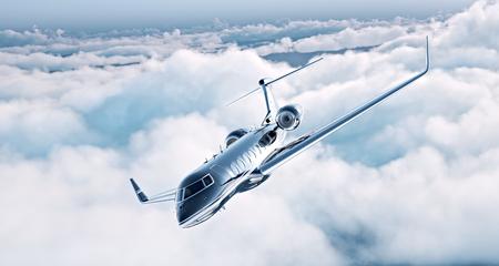 chorro: Imagen de diseño genérico jet privado de lujo negro volando en el cielo azul. Enormes nubes blancas en el fondo. el concepto de viaje de negocios. Horizontal. Foto de archivo