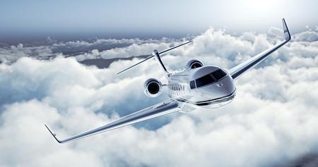 Imagem realista do jato particular de design genérico de luxo branco voando sobre a terra. Esvazie o céu azul com as nuvens brancas no fundo. Conceito de viagens de negócios. Horizontal.