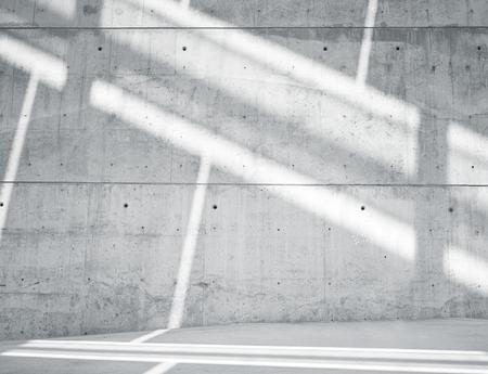 水平方向の画像は、汚れた滑らかなコンクリート打放し表面に反映して太陽光線で空白です。空の抽象的な背景。黒と白。