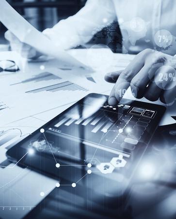 bolsa de valores: Gestión de Riesgos de Trabajo process.Picture comerciante de trabajo Mercado de documento Informe Al tocar la pantalla en todo el mundo Tablet.Using iconos gráficos, Bolsa de Reports.Business Proyecto Startup.Vertical, en blanco y negro