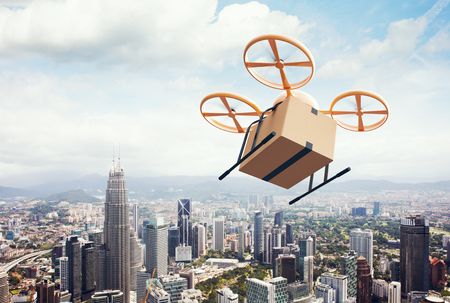 délivrance: Photo Yellow Generic Design moderne Remote Control Air Drone Voler Empty Box Craft Sous Urban Surface.Blue Sky Clouds Background.Express Service.Wide Fast Delivery, Angle View.Film Effect.3D rendu