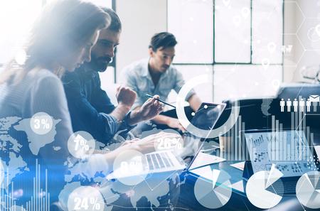 デジタル ダイアグラム、グラフのインターフェイス、仮想画面、背景をぼかした写真の接続アイコンの概念。ビジネス会議のプロセス。モバイル コ