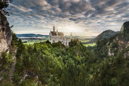 castillos: Castillo de Neuschwanstein en los Alpes b�varos, Alemania Foto de archivo