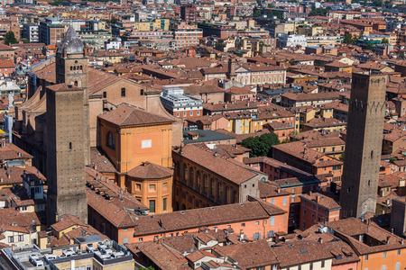 BOLOGNA IN ITALIÃ‹ Redactioneel