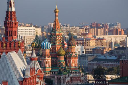 Moskou, Rusland, het Rode Plein, uitzicht op de St. Basil's Stockfoto - 50040837
