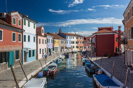 case colorate: Case colorate di Burano, Venezia Italia. Archivio Fotografico