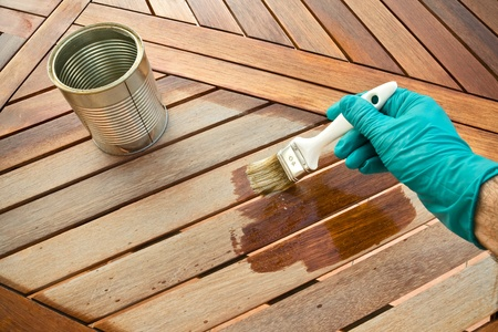 Die Färbung Holztisch. Vor und nach Standard-Bild - 12173016
