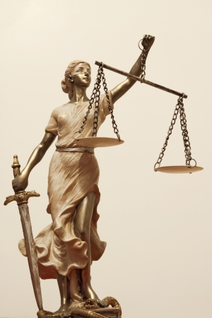 justitia: Justicia (en griego: THEMIS, lat�n: Justitia) con los ojos vendados con la balanza y la espada. La imagen sepia