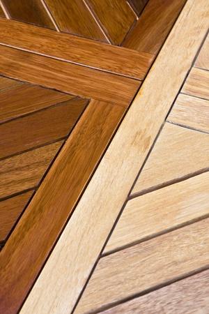 Die Färbung Holztisch. Vor und nach Standard-Bild - 12584306