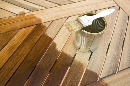 Coloration table en bois. Avant et apr�s