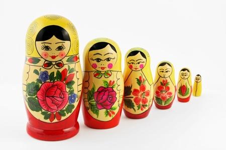Poup�es russes (babouchkas ou Matryoshkas) isol� sur fond blanc