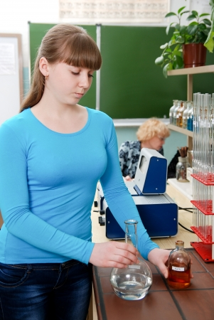 assistent: A student conducts an experiment in chemistry lab Stock Photo
