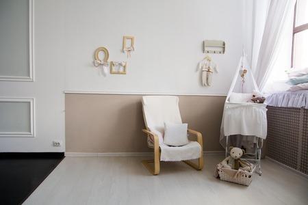 Interior De Un Cuarto De Niños Con Una Cuna Para Un Bebé. Fondo Con ...