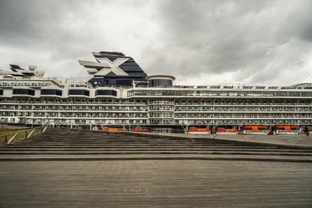 Luxury liner (Celebrity Millennium) Standard-Bild - 111431666