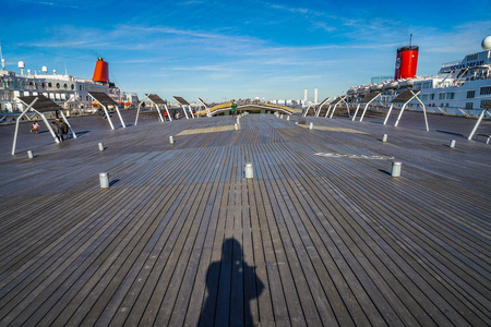 Of Osanbashi wood deck and luxury cruise ships 報道画像