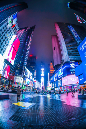Night view of the New York Times Square (TimesSquare) Editöryel