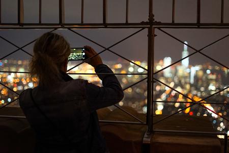 People to take a New York night scene Banco de Imagens