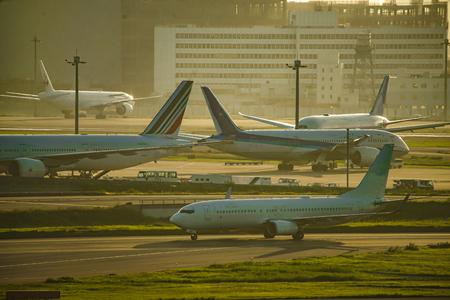 Airplane and city silhouette (Haneda Airport) Sajtókép