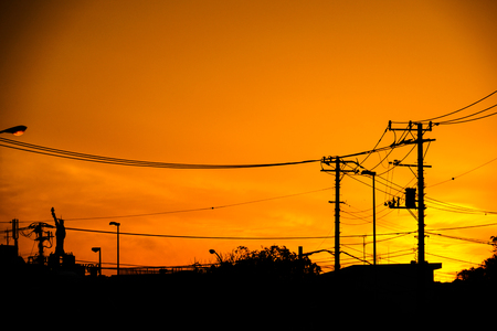 Sunset and the wire and the building of the silhouette 版權商用圖片