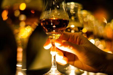 Immagine di un bicchiere di vino alla moda di Archivio Fotografico