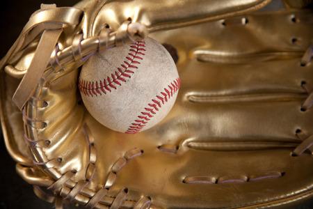 guante de beisbol: guante de oro con el béisbol guante de oro