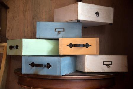 sigilo: v�rias gavetas velhas - em sigilo absoluto Banco de Imagens