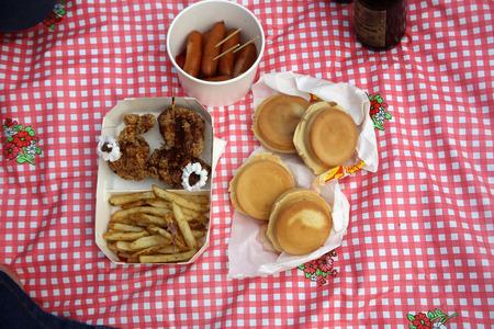 independance: picnic scene