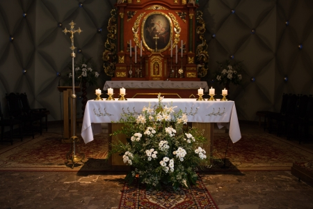 catechism: Altair in the catholic church  Editorial