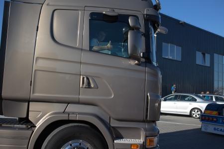 chose: DANZICA Kowale. POLONIA - 7 set Il servizio di Scania piazza Kowale sono svolti gli ospiti XII signorina Scania ei giudici ha scelto il pi� bel camion. 7 set 2013. Danzica Kowale, Polonia. Editoriali