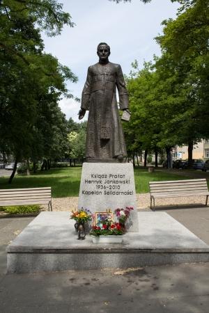 chaplain: Statue of a priest Monsignor Jankowski.