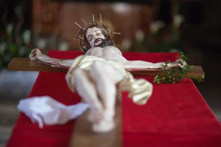Escultura de Jesucristo en la cruz en el tiempo de Pascua. photo