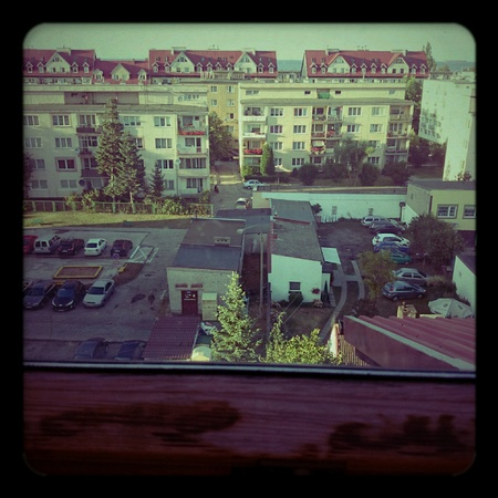 View from the window. The aesthetics of Holga Lomography.