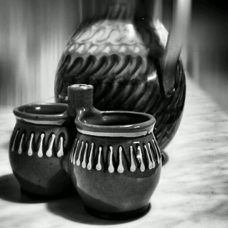old items: Old clay pots, household items as a still life.