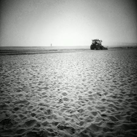 arando: Arando la playa. Foto de archivo
